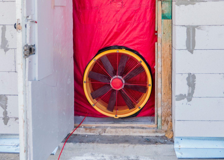 Qué es el ensayo Blower Door, normativa y aplicación en proyectos Passivhaus